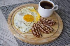 热的蛋白质早餐 库存照片