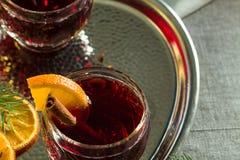 热的被仔细考虑的红葡萄酒 免版税库存照片