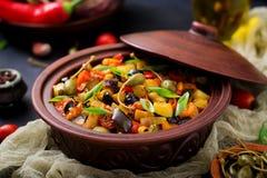 热的辣炖煮的食物caponata茄子 库存图片