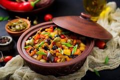 热的辣炖煮的食物caponata茄子 免版税库存图片