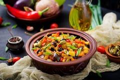 热的辣炖煮的食物caponata茄子 免版税库存照片