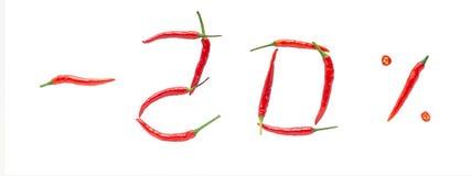 热的销售或折扣概念 文字由新鲜的辣椒制成在白色背景 百分之二十折扣率 免版税图库摄影