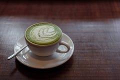 热的matcha绿茶拿铁 免版税图库摄影