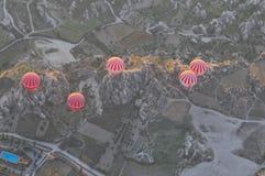 热空气在卡帕多细亚秀丽的气球旅行  库存图片