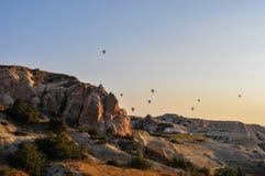 热空气在卡帕多细亚秀丽的气球旅行  图库摄影