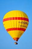 热空气在卡帕多细亚的气球飞行 免版税库存照片