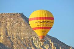 热空气在卡帕多细亚的气球飞行 库存照片