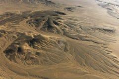 热空气在非洲沙漠的气球旅行 库存照片