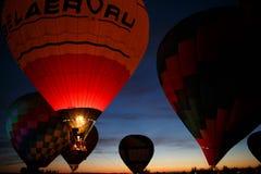 热空气在Pereslavl-Zalessky迅速增加节日,雅罗斯拉夫尔州夜飞行在2016年7月16日 免版税图库摄影