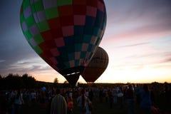 热空气在Pereslavl-Zalessky迅速增加节日,雅罗斯拉夫尔州夜飞行在2016年7月16日 库存照片