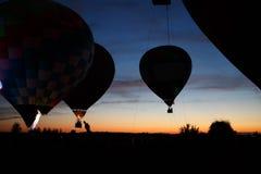 热空气在Pereslavl-Zalessky迅速增加节日,雅罗斯拉夫尔州夜飞行在2016年7月16日 免版税库存图片