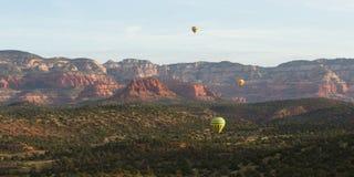 热空气气球乘驾在Sedona 库存照片