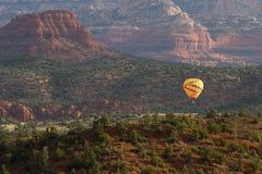 热空气气球乘驾在Sedona 图库摄影
