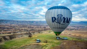 热空气气球卡帕多细亚风景 免版税库存图片