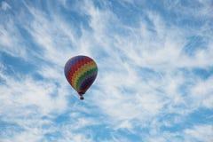 热空气气球和飞行员在老挝 免版税库存图片