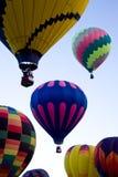 热空气气球在亚伯科基气球节日的黎明 库存图片