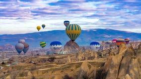 热空气气球岩石山景城 免版税库存图片