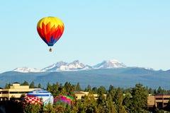 热空气气球生成在俄勒冈 免版税库存图片