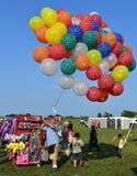 热空气气球节日的气球卖主