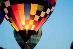 热空气气球飞行 免版税库存照片