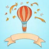 热空气气球,空间元素形状裁减从纸和绘在木蓝色背景 库存图片