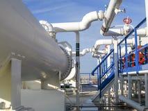 热转换器在精炼厂 激昂的汽油空气冷却器 石油精炼的设备 免版税库存图片