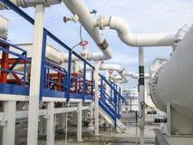 热转换器在精炼厂 激昂的汽油空气冷却器 石油精炼的设备 库存照片