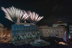 热那亚、意大利- 2015年12月, 19 -新年好和快活的xmas烟花 免版税库存图片