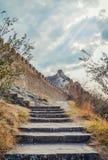 热那亚人的堡垒在Sudak,克里米亚半岛,黑海 领事城堡和上部排的设防墙壁 图库摄影