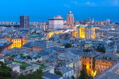 热那亚在晚上,意大利老镇和港  免版税库存图片