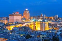 热那亚在晚上,意大利老镇和港  库存照片