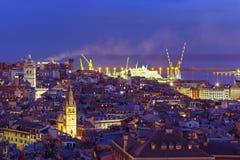 热那亚在晚上,意大利老镇和港  免版税图库摄影