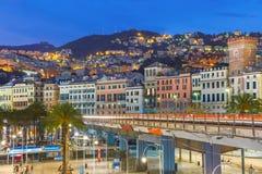 热那亚在晚上,意大利老镇和高速公路  免版税库存图片