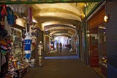 热那亚意大利,老镇Sottoripa中世纪拱廊 库存照片