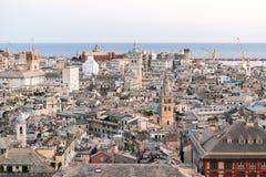 热那亚街市的鸟瞰图日落的 免版税库存图片