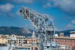 热那亚镇从海港口的都市风景全景 库存照片