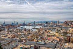 热那亚,意大利,有hiistoric中心的,意大利港口鸟瞰图  免版税图库摄影