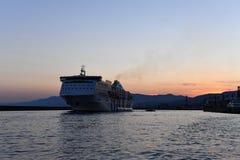 热那亚,意大利- 2017年7月27日-从港口的游轮航行 免版税库存图片