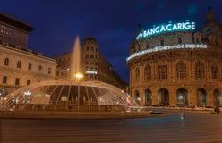 热那亚,意大利- 3月26 :Piazza De法拉利暮色照片是热那亚大广场2016年3月25日的在热那亚,意大利 库存照片