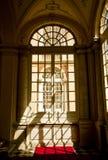 热那亚,意大利-王宫,从大厅窗口的门面细节 图库摄影