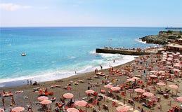热那亚,意大利- Corso意大利,与沐浴者的子线 库存照片
