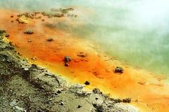 热量火山的湖 免版税库存图片