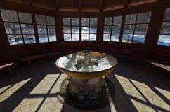 热量水被冰的喷泉在眺望台里面的 库存图片