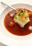 热鳕鱼的小汤变酸蒸 免版税库存照片