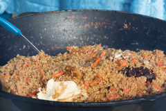 烹调乌兹别克人肉饭 免版税库存照片