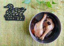 烹调亚洲烹调,被炖的鸭子腿 免版税库存照片