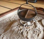 烹调传统日本的罐 库存照片