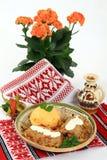烹调传统罗马尼亚的sarmale 免版税图库摄影
