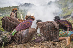 烹调传统的Dani部落 免版税库存图片