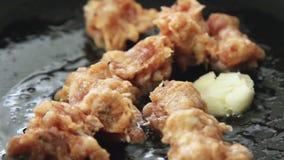 烹调和油煎香肠肉馅 股票录像